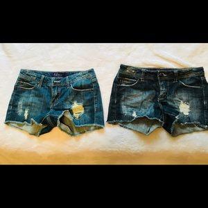 Dark blue jean short shorts.